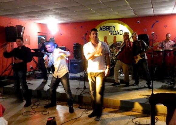 Abbey Road, un club para viajar en el tiempo con la música de la llamada década prodigiosa. Foto: Susana Tesoro/ Cubadebate.