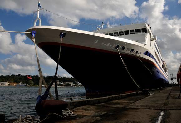 Crucero MV Explorer en puerto habanero. Foto: Ladyrene Pérez / Cubadebate.