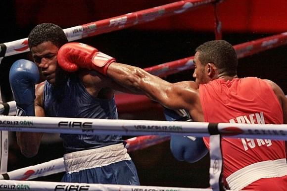 Arlen López ya en la final del boxeo de los JCC Veracruz 2014. Foto: Otmaro Rodríguez / AIN