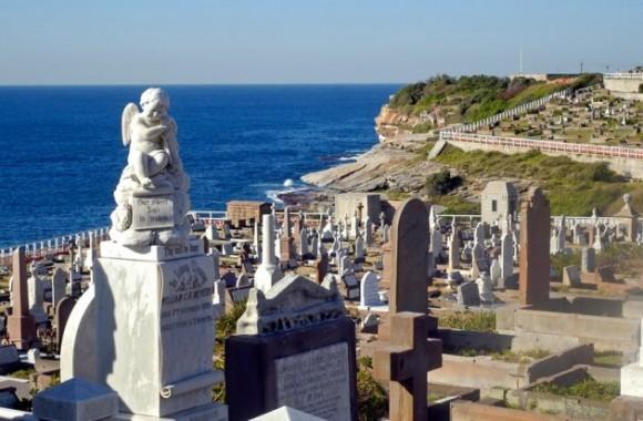 Top: 7 cementerios más tentadores del mundo Por: pijamasurf - 28/10/2014 A LAS 13:10:31   183   Share    146   Facebook   0   LinkedIn  fotografia Cementerio Wavery, Sídney, Australia.