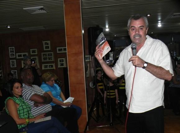 Carlos Alberto Cremata, tuvo a su cargo la conducción de la primer parte de la conferencia de prensa. Foto Marianela Dufflar