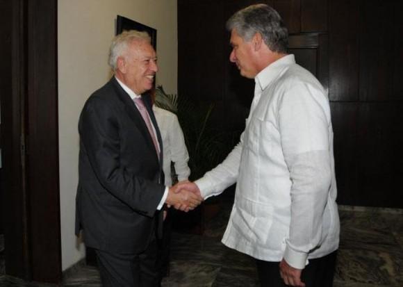 Díaz Canel recibe a Margallo. Foto: Emilio Herrera