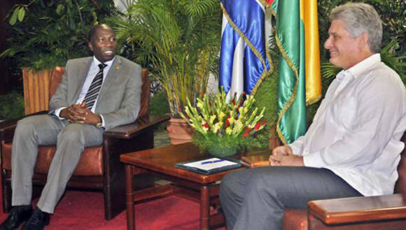 Primer vicepresidente cubano recibe a primer ministro Guinea Bissau