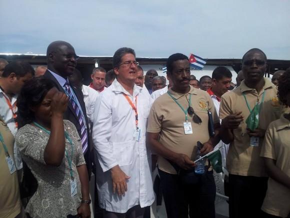 El Jefe de la Brigada Cubana, Dr.Dupuy, en la inauguración de hospital en liberia