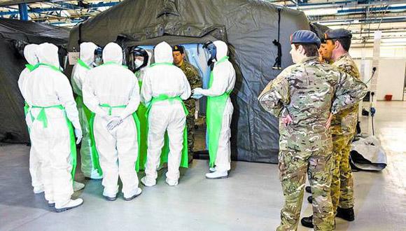 Entrenamiento. Médicos militares, durante un ejercicio de capacitación, en York. Foto: AFP.