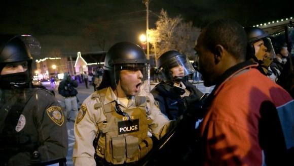 Estallan-protestas-en-Ferguson120-580
