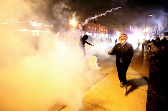 Estallan protestas en Ferguson18