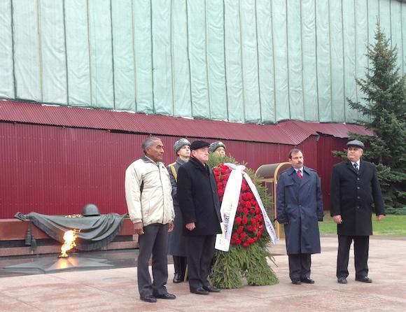 Fernando acompañado de Tamayo, Igor Kurennoi y el embajador Emilio Lozada.