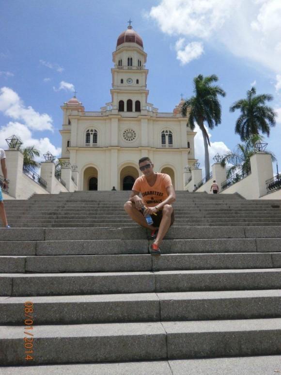 Frente al Santuario de la Caridad del Cobre, Santiago de Cuba. Foto: Raimel Hedman Lauzarique / Cubadebate