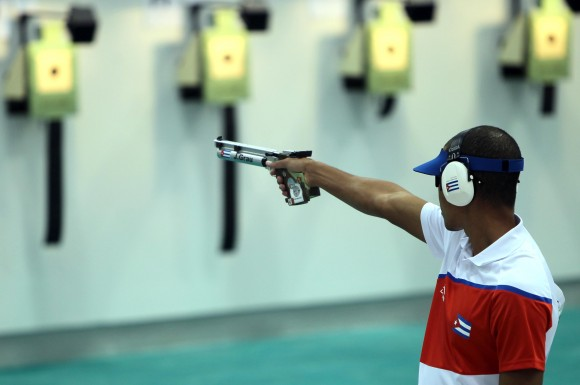 Oro para el  cubano Jorge Grau en Pistola Neumatica 10 mts. Foto: Ismael Francisco / Cubadebate.