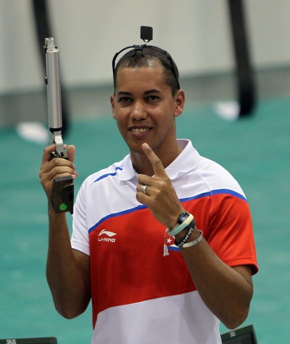 Oro para el  cubano Jorge Grau en Pistola Neumatica 10 mts. Foto: Ismael Francisco/Cubadebate.