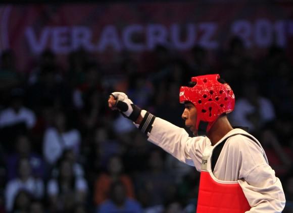 El joven de 20 años José Angel Cobas se llevó la primera medalla de oro de Cuba en las competencias de Taekwondo de los Juegos Centroamericanos y del Caribe. Cobas venció por superioridad 12-0 al guatemalteco Guiller Rodas, antes de finalizar el tiempo reglamentario.