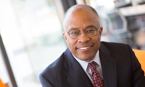 Kurt L. Schmoke es presidente de la Universidad de Baltimore