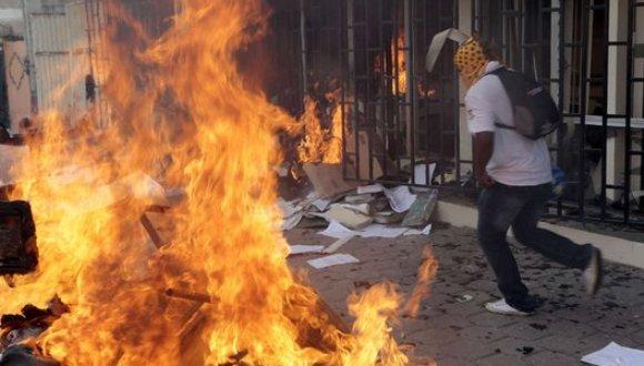 Se producen en México fuertes enfrentamientos entre policías y estudiantes