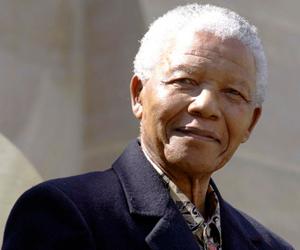 Un año después de su muerte, sudafricanos recuerdan a Mandela