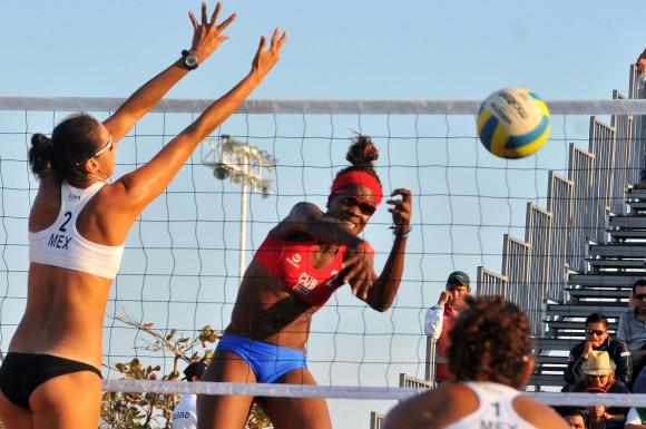Voleibol de playa F oro para cuba Lianma Flores y Leila Martinez. Foto: Ricardo López Hevia / Granma / Cubadebate