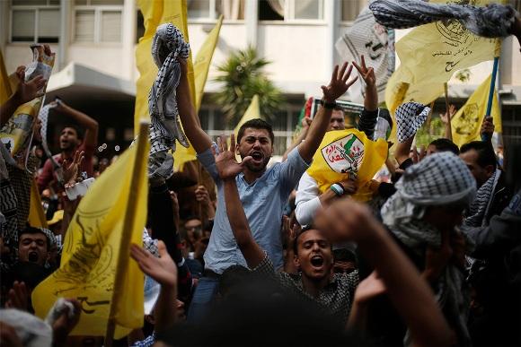 Palestinos rinden homenaje a Yasser Arafat en décimo aniversario de su muerte 12