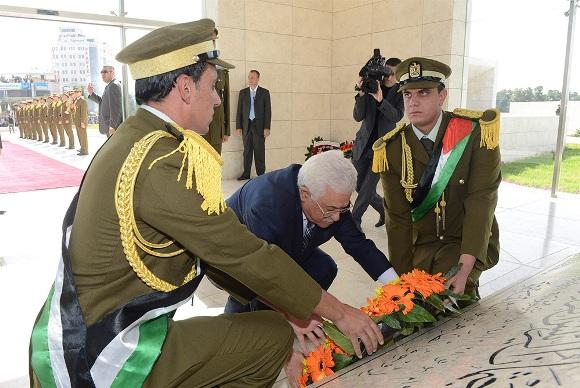 Palestinos recuerdan a Yasser Arafat en el décimo aniversario de su muerte