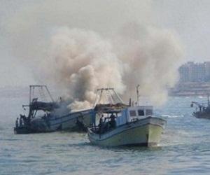 Dos tripulantes resultaron heridos y cuatro están desaparecidos tras los ataques. Foto / Resumenlatinoamericano.