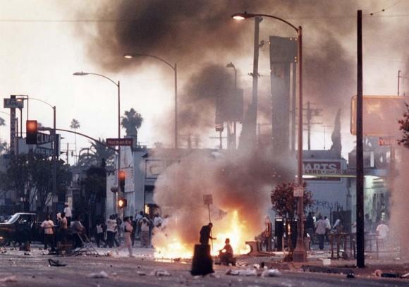 Protestas en Los Angeles tras la muerte de Rodney King. Foto: Kirk McKoy / Los Angeles Times