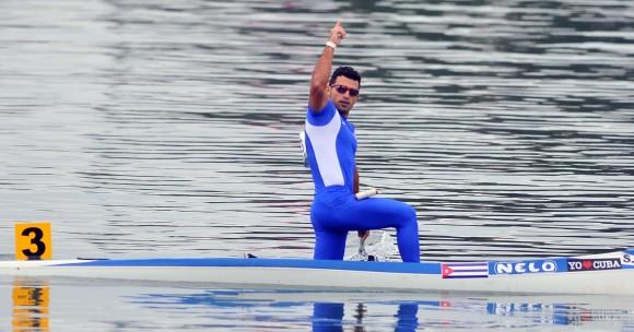Serguey Torres, en el C-1 a mil metros, aportó el primer ORO cubano en los Juegos Centroamericanos y del Caribe de Veracruz 2014. Foto: Ricardo López Hevia /Granma / Cubadebate