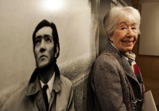 Aurora Bernárdez en una exposición en 2005. / Foto: Ricardo Gutiérrez
