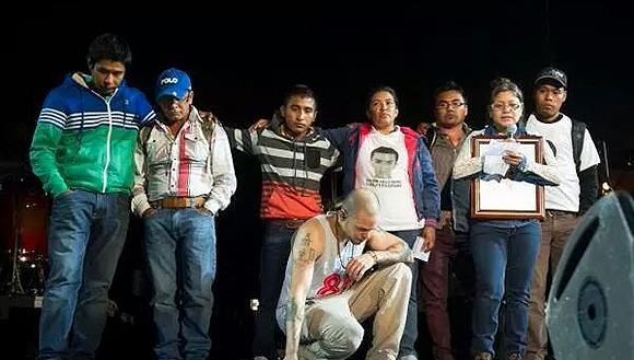 """""""Los de atrás vienen conmigo"""", dijo René, vocalista de Calle 13. Foto tomada de Twitter"""