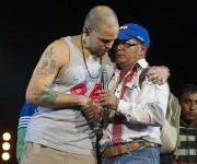 """Agradecen gesto de Calle 13 en redes sociales. """"Gracias Rene, este abrazo es a todo México, los estudiantes jamas te olvidaremos. Eres grandisimo"""", comentó joven mexicano en su cuenta de Twitter."""
