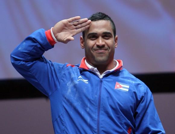 Ivan Cambarfesteja el triunfo en el envión. Implantó nuevo récord Centroamericano en la especialidad con 191 kg, de los 77 kg de las Pesas. Foto: Ismael Francisco/Cubadebate.