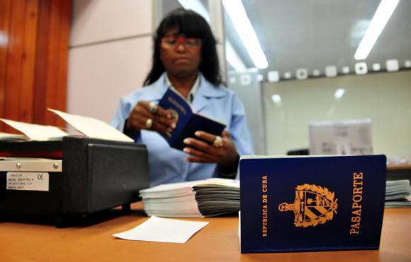 El nuevo carné de identidad mira al futuro de la sociedad cubana.