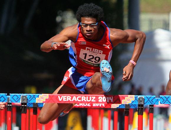 Luis Yordan Ofarrill en semifinales de 110 c/v. Foto: Ismael Francisco/Cubadebate.