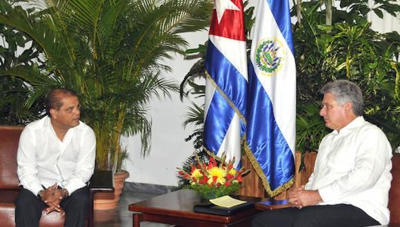 Ambos dirigentes pasaron revista a las excelentes relaciones de amistad y cooperación existentes entre El Salvador y Cuba. Foto: Juvenal Balán/ Granma