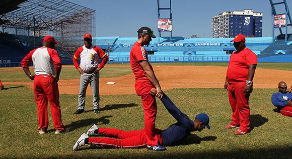 Entrenamientos del equipo Cuba de pelota que participará en los Juegos Centroamericanos de Veracruz. Foto: Ismael Francisco/Cubadebate.