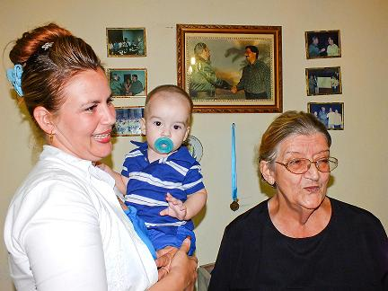 Algún día Carlos Josué Dupuy Gutiérrez conocerá que cuando él sólo tenía 7 meses, su papá y otros médicos cubanos marcharon hacia Africa Occidental a combatir una epidemia llamada ébola.