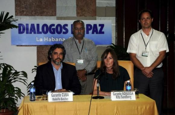 Tras una intensa gestión diplomática de Cuba y Noruega, países que fungen de garantes del proceso de paz, las FARC accedieron a liberar a los cuatro militares y la abogada. Foto Xinhua / Archivo
