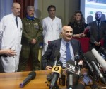 El jefe de la Unidad de Cuidados Intensivos, Jerome Pugin, responsable de la atención al profesional cubano. Foto: AFP