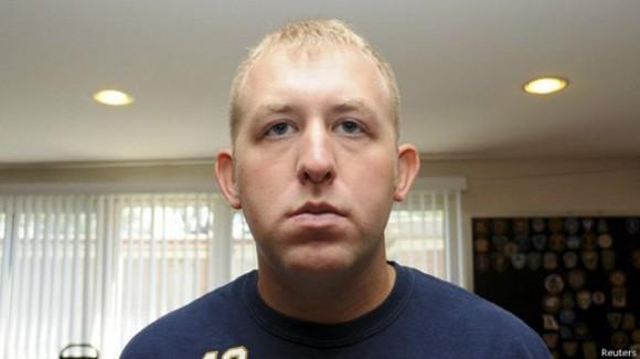 Darren Wilson condujo sólo hasta la comisaría, se lavó manos y metió empacó su pistola como evidencia. Foto: BBC Mundo