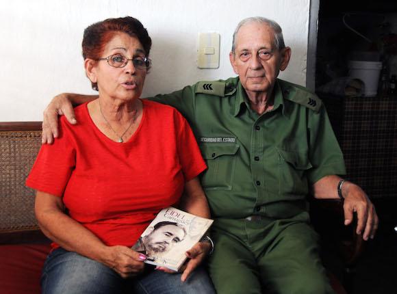 Rolando García Parés (1938) y Cándida Pedrosa Marichal (1945) se declaran personas apasionadas por la historia y con espíritu para investigar hasta que tengan fuerza. Fotos: Orlando Durán Hernández