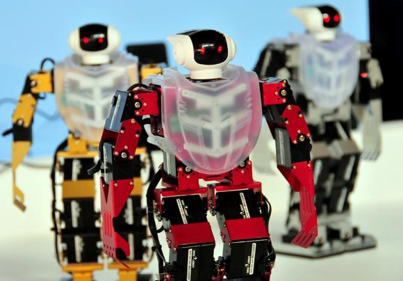 Muestra de robots en el pabellón de Corea del Sur. Foto: Ladyrene Pérez/ Cubadebate.