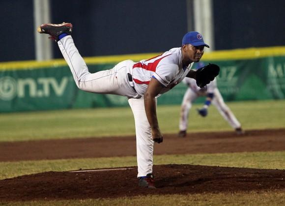 Fredy Asiel lanzador de Cuba en la discusion del Oro en Pelota Centroamericana. Foto: Ismael Francisco / Cubadebate.