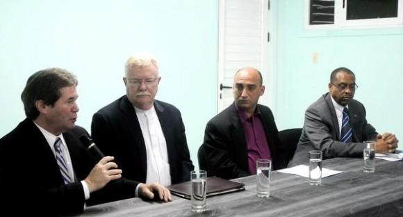 El Rabino, Elhanam Shmitzer (de I a D), director ejecutivo de la Misión Judía para Cuba, reverendo Grayde Parsons, presidente de la Iglesia Presbiteriana de los EE.UU,  presidente de la Iglesia Presbiteriana de los EE.UU, junto a Joel Ortega Dopico, presidente del Consejo de Iglesias de Cuba (C I C) y John Mc Coollogh, presidente y Director Ejecutivo del Servicio Mundial de Iglesias,  durante la Conferencia de Prensa, ofrecida en el CIC, en La Habana, Cuba, el 4 de noviembre de 2014.  AIN FOTO/Oriol de la Cruz ATENCIO