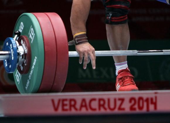 Oro para Yoelmis Hernandez en los 85 kg de las pesas centroamericanas con un registro de 160 kg en arranque. Foto: Ismael Francisco/Cubadebate.