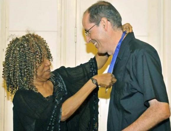 La Presidenta de la Academia Cubana, Nancy Morejón, fue una de las primeras en elogiar al destacado ensayista e investigador cubano Foto: Jose M. Correa