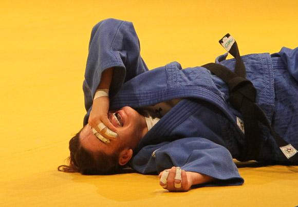 Jeanette Rodriguez, de Puerto Rico, sale de la competencia lesionada. Foto: Ismael Francisco / Cubadebate