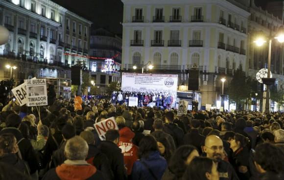 """Las llamadas Marchas por la Dignidad a su paso por la plaza de Cibeles, camino de la Puerta del Sol, para reivindicar """"Pan, trabajo y techo"""". Foto: EFE"""