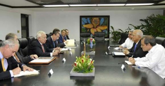 En el encuentro, se intercambió sobre las perspectivas de las relaciones bilaterales, especialmente en la esfera económico-comercial y de las inversiones.  Se abordaron asimismo temas de la agenda internacional, incluyendo los desafíos que impone la actual crisis económica global.