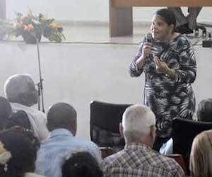 Mercedes López Acea, primera secretaria del Partido en La Habana, interviene en el encuentro. Foto: Tribuna de La Habana.