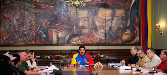 Luego de varias revisiones, el presidente de la República, Nicolás Maduro, firmó el día de hoy, la Ley del Empleo Productivo, vía Habilitante, en el marco de la estrategia de protección de trabajadores y trabajadoras, sobre todo de la juventud. Foto: Prensa Presidencial/ Venezuela