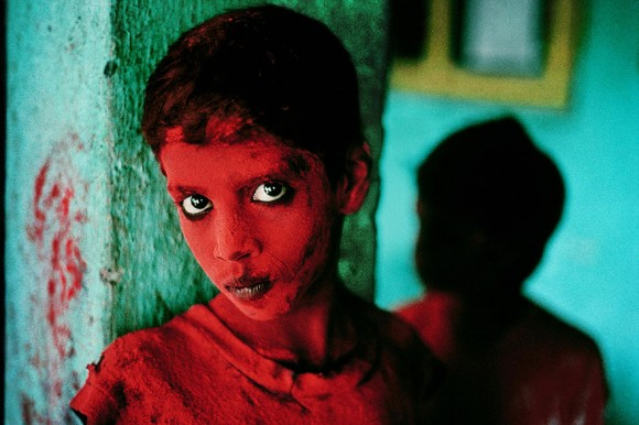 oltre-lo-sguardo-portraits-travel-photography-steve-mccurry-17