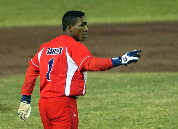 Roel Santos debuto anoche con el equipo Cuba. Foto: Ismael Francisco / Cubadebate